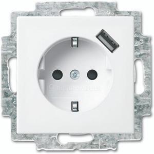 Busch-Jaeger Balance USB-contactdoos met randaarde kinderveilig